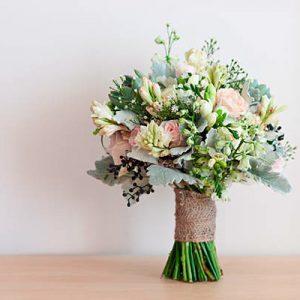 Bouquet invernal en tonos grises y maquillaje