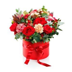 Caja de rosas y flores variadas